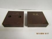 Фото товара Комплект из 2-х ножей для резчика арматуры (один сплошной, второй - с 2 -мя отверстиями размеры 90х90х26 мм. 2 отв М16)